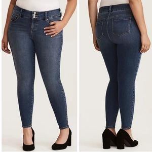 Torrid Plus size Premium ultimate stretch medium wash fading Jeggings jeans 24